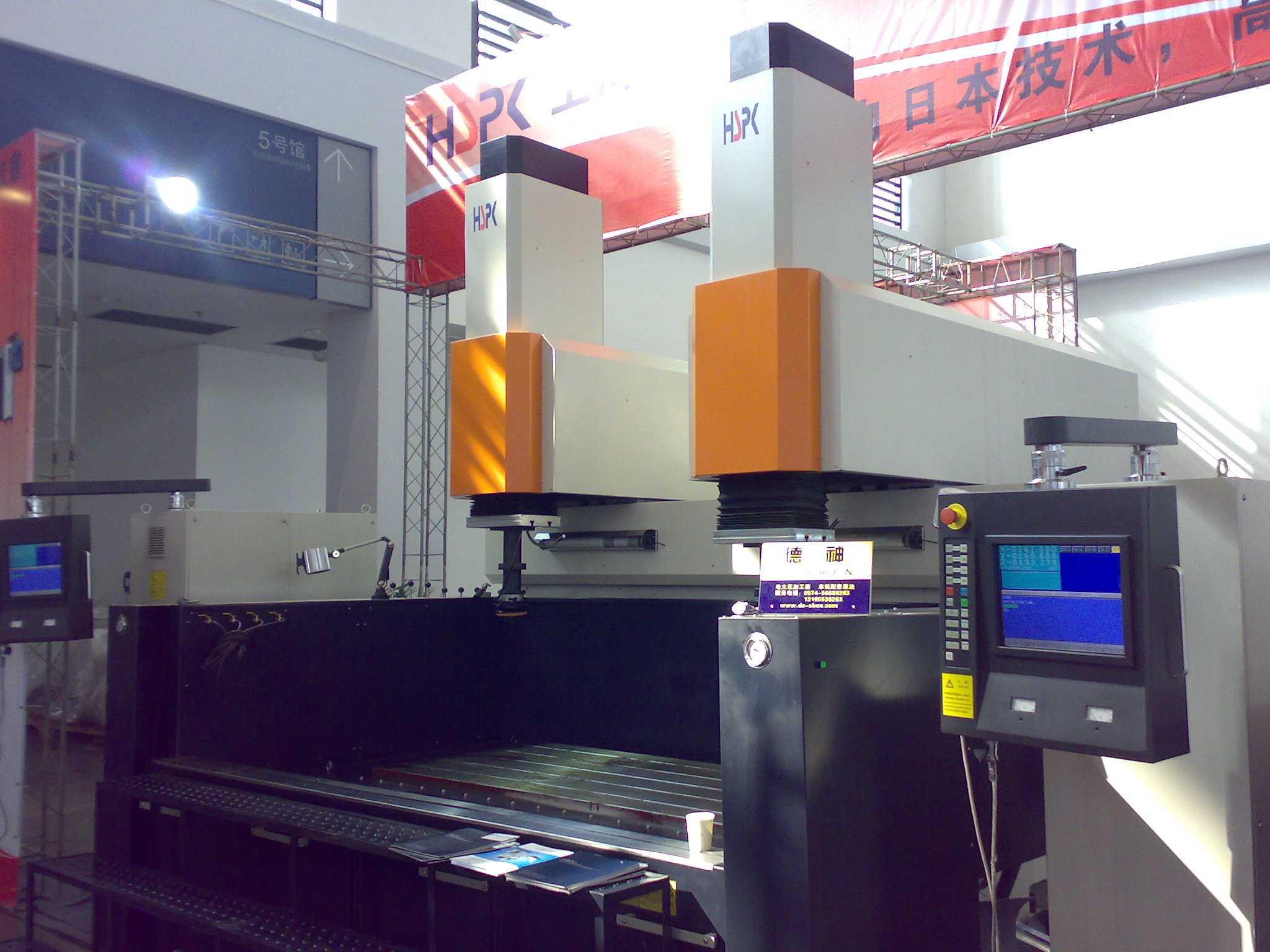 CNC-EDM镜面电火花机床HE200